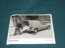 "VAUXHALL ASTRAMAX VAN   factory issued 8x6"" press photo"